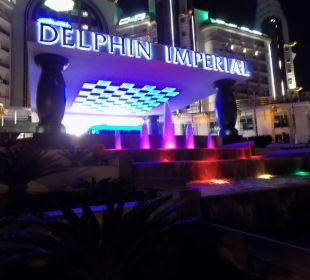 Hoteleingangsbereich  bei Nacht Hotel Delphin Imperial