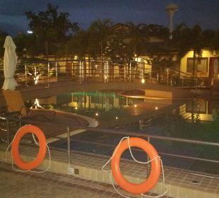 Abend am Pool  Thai Garden Resort