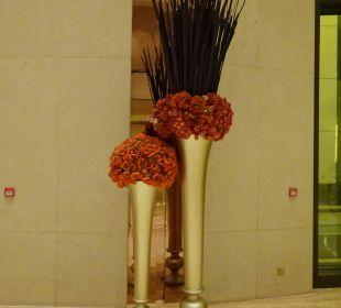 Hübscher Blumenschmuck Hotel Harbour Grand Hong Kong