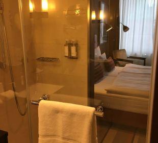 Blick durch die Dusche AMERON Hotel Speicherstadt Hamburg