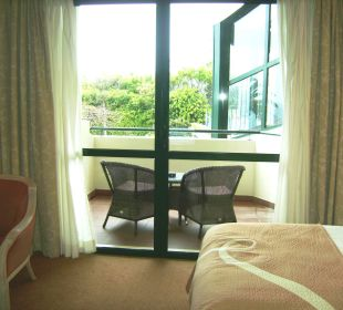 Blick aus Zimmer auf Balkon Hotel The Cliff Bay (PortoBay)