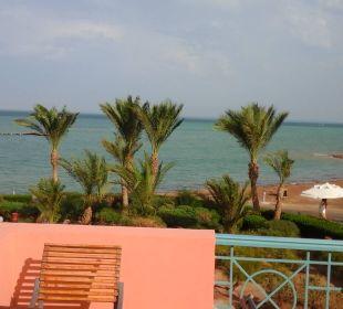 Von der Terrasse zum Strand