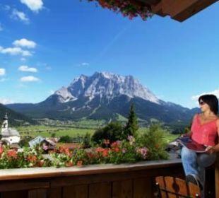 Ausblick  zur Zugspitze Hotel Rustika