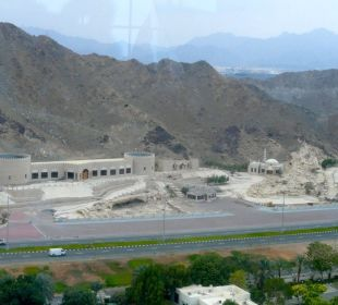 Ausblick Strassenseite Hotel Le Meridien Al Aqah Beach Resort
