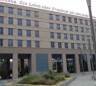 Außenansicht Motel One Dresden am Zwinger