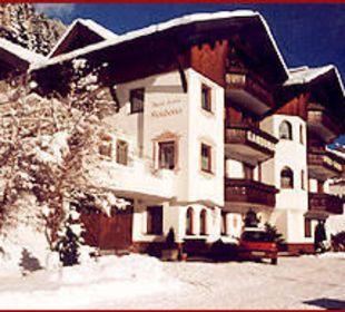 Winter Außenansicht Hotel Garni Kardona