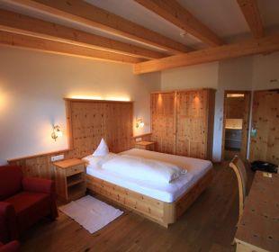 """Chambre type """"Pustertal"""" vue intérieure Kronplatz-Resort Berghotel Zirm"""