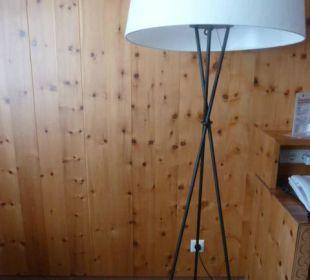 Originelle Lampe mit Skistöcken Hotel Schneider