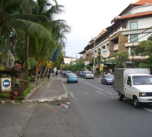 Einfahrt zum Hotel Bali Rani Hotel