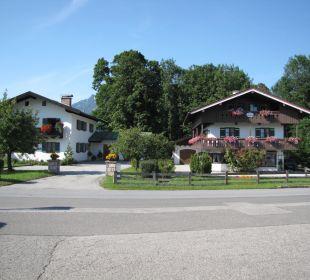 Gegenüber gasthof Watzmannblick Gästehaus Watzmannblick