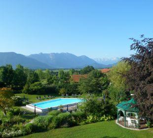 Herrlicher Ausblick aus unserem Zimmer  Hotel Alpenhof Murnau