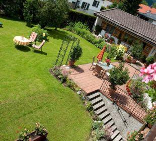 Garten mit Bungalow Gästehaus Hotel Garni Zibert