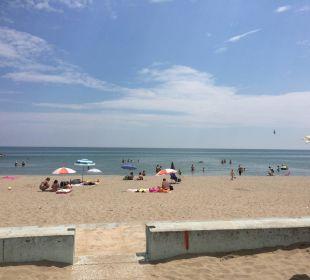 Strand vor den Liegen  Hotel Eraclea Palace