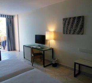 Blick vom Bett zum Fernseher Hotel H10 Tindaya