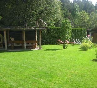 Blick in den Garten Landhaus Gemsenblick