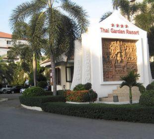 Der Eingang zum Hotel Thai Garden Resort