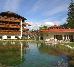 Naturbadeteich mit Liegewiese Alpenhotel Karwendel