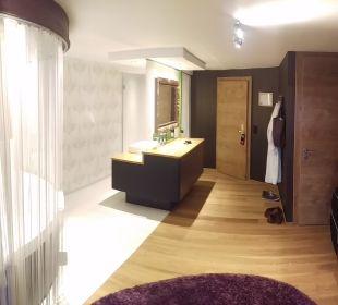 Rechts Toilette, Mitte Bad/Dusche  Hotel Winzer Wellness & Kuscheln