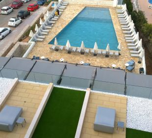 Blick auf den Pool Mar Azul PurEstil  Hotel & Spa