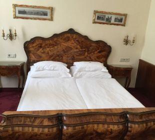 Gemütliches Bett Hotel Stefanie