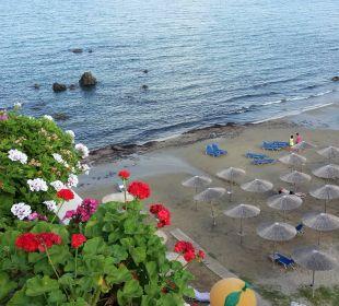 Strand und Liegen vor dem Hotel Hotel Corissia Princess