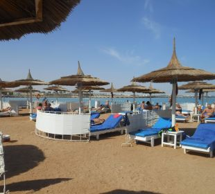 Strand mit grobem Kies