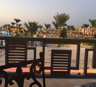 Blick von der Rezeption auf die Anlage Dana Beach Resort