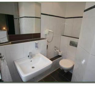 Zimmer Nr. 2 & 7 - Badezimmeransicht Hotel Haus Hillesheim