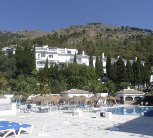 Pool mit Blick aufs Berg TRH Mijas