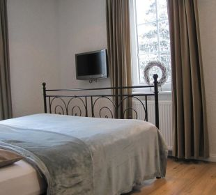 Schlafimmer mit LCD-TV Country-Suites Landhaus Dobrick Am Schultalbach