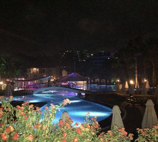 Pool bei Nacht Barut Arum