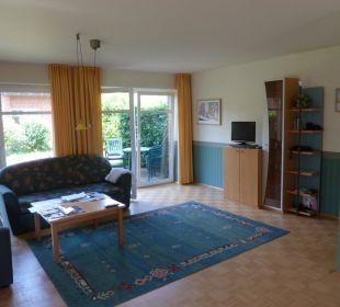 Wohnzimmer mit Blick in den Garten Eve Resort & Spa