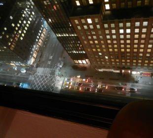 Blick vom Zimmer abends aufs 42st Street und 3rd A  Hotel Westin New York Grand Central