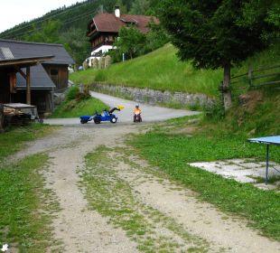 Weg zum Spielplatz Sportbauernhof Hochalmblick