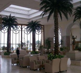 In der Lobby Hotel Mövenpick Resort & Marine Spa Sousse