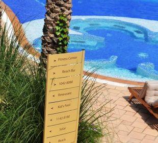 Tafel am Pool Hotel Mövenpick Resort & Marine Spa Sousse