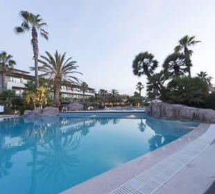Pool am Abend allsun Hotel Eden Playa