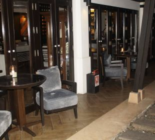 Abendrestaurant bzw Raucherzone nach Frühstück Anantara Bophut Koh Samui Resort