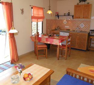 Blick vom Sofa zum Küchenbereich Bungalows El Paradiso