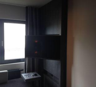 Fernseher zum Bett verschwenkt Park Inn By Radisson Lübeck
