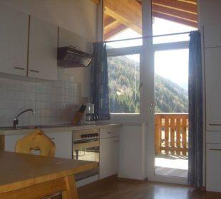 Von der Wohnküche hinaus auf die Sonnenterrasse Berghof Thöni