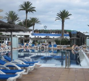 Liegefläche am Pool VIK Hotel San Antonio