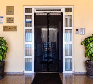Montenegro Ferienwohnungen UTJEHA, Eingangsbereich Ferienwohnung Utjeha.me