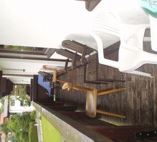 Tolle Bestuhlung auf dem Balkon Hotel Christoffel