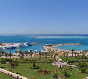 Blick auf Strand / Hafen Hilton Hurghada Plaza