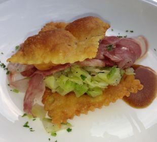 Typisch Südtirol: Kartoffelkrapfen mit Weißkohl Hotel Zirmerhof
