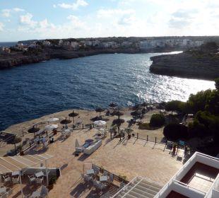 Vom Balkon aus in die Bucht Cala Marcal JS Hotel Cape Colom