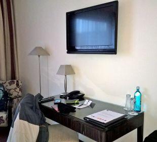 Fernseher, Schreibtisch Zimmer 102 Best Western Hotel Hamburg International