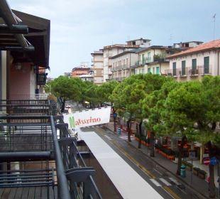 Straßenseite vor unserem Balkon Hotel Eden Lido Di Jesolo