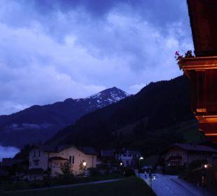 Ein schöner Abendausblick vom Zimmer Hotel Kristall